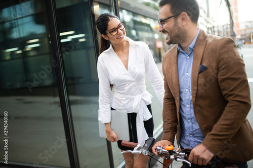 Photo Office woman with business man couple enjoying break while talking flirting outd