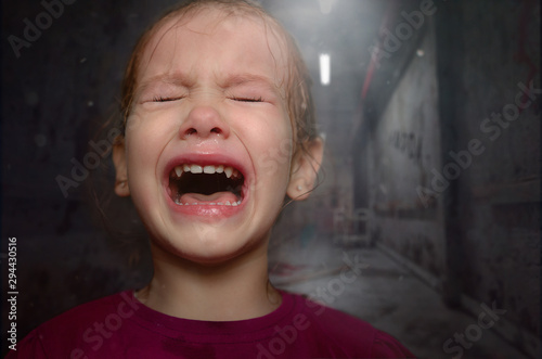 The little girl the child is very scared and because of this cries loudly Принти на полотні