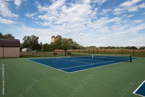 Foto auf Gartenposter Khaki rural tennis court