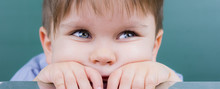 Kind Schaut Gelangweilt