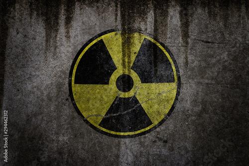 Fotografía radiation hazard sign radiation warning sign on black background - grunge radioa