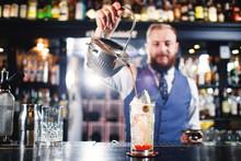 Cocktail At Bar. Expert Barten...