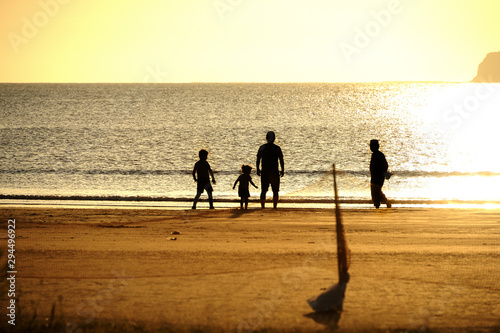 Cuadros en Lienzo 海辺 親子 サンセットビーチ