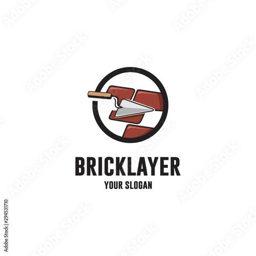 Fotografía bricklayer logo with concrete masonry