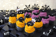 Halloween Cupcakes Decorated W...