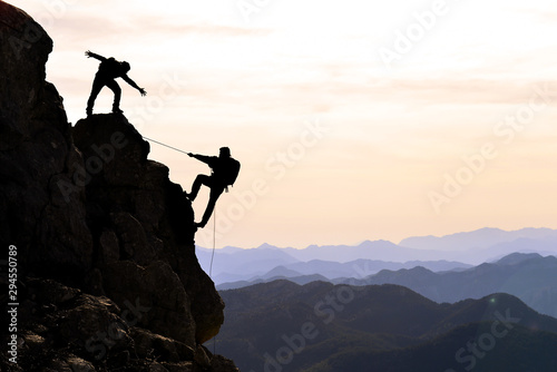 Fototapety, obrazy: climbers the help,support and interest