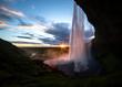 Seljalandsfoss Island Südküste Mitternachtssonne Mittsommer Gegenlicht Langzeitbelichtung Attraktion Südküste Schauspiel Magie Farben Wasservorhang Sehenswürdigkeit