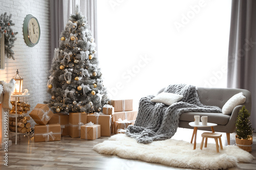 Poster Individuel Stylish interior of living room with decorated Christmas tree
