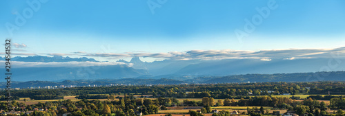 Stickers pour portes Fleur landscape of Pau city, Pyrenees mountains on background