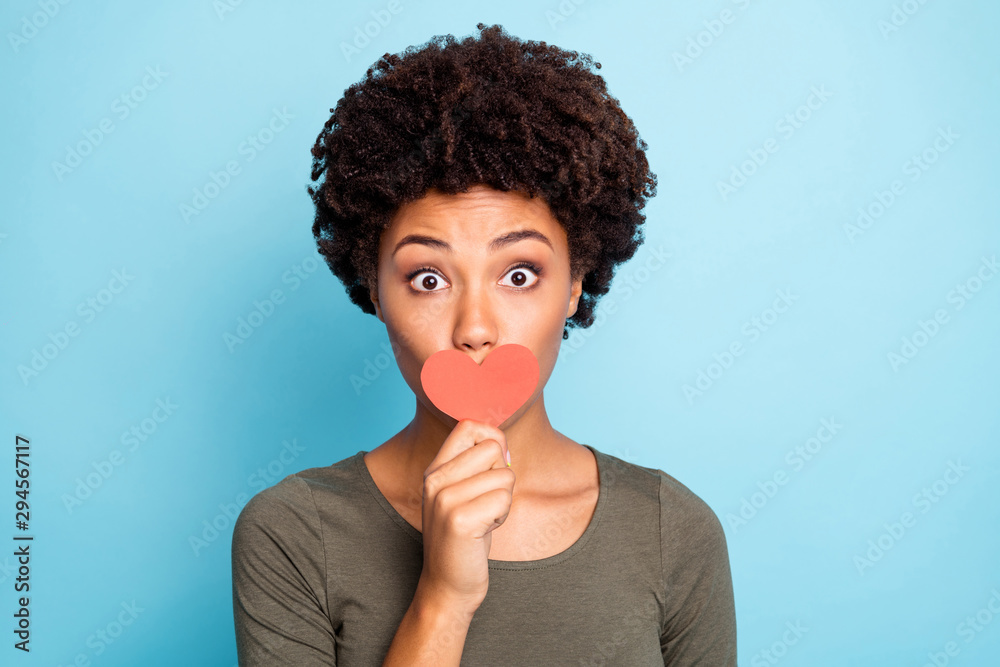 Fototapety, obrazy: Cloe up photo of surprised dark skin girl keep secret dont want share confidential information noevelty about valentine day wear green stylish jumper isolated over blue color background