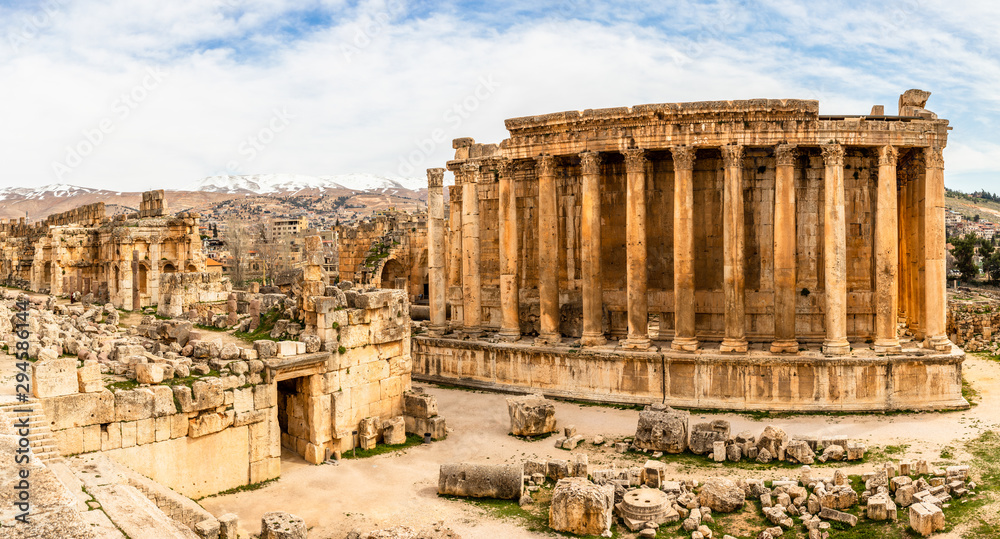 Fototapeta Ancient Roman temple of Bacchus panorama with surrounding ruins and city, Bekaa Valley, Baalbek, Lebanon
