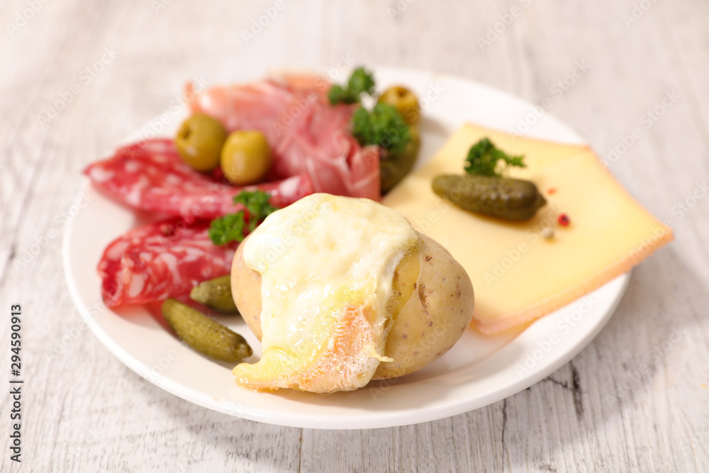 Fototapety, obrazy: poato with raclette cheese melted, salami and bacon