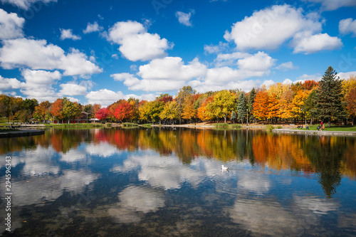 Foto auf Leinwand Wasserfalle Autumn trees reflected on Beaver Lake, Mont Royal, Montreal, Quebec, Canada