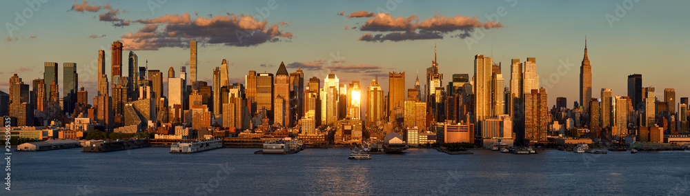 Fototapety, obrazy: New York City sunset on Midtown West and its skyscrapers. Panoramic view on Manhattan and the Hudson River banks