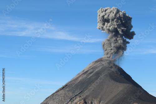 Valokuvatapetti Gorgeous Guatemala - Overnight hike up dormant volcano Acatanango to watch Fuego