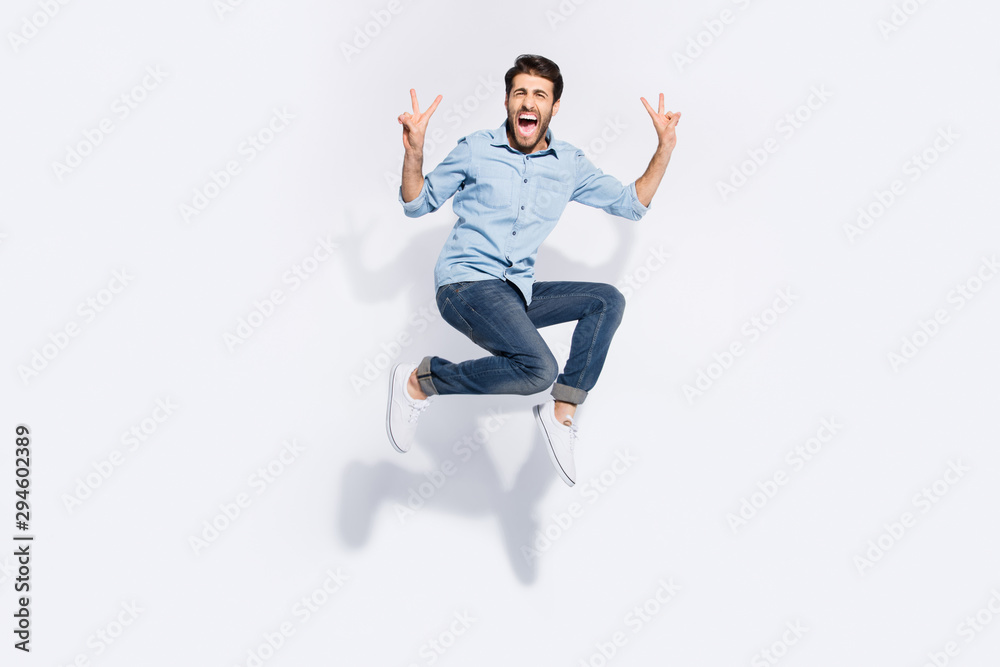 Fototapety, obrazy: Full length photo of wild multiethnic guy jumping high yelling loud showing v-sign symbols wear casual denim clothes isolated white color background