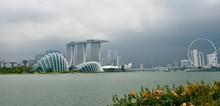 Singapore Skyline With MBS-bu...