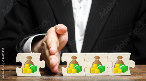Stampa su Tela A businessman separates part of the money from the total