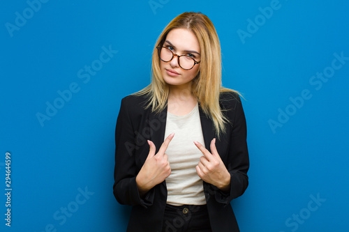 Fotografía  young pretty blonde woman pointing to self with a confused and quizzical look, s