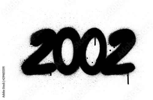 Papel de parede  graffiti number 2002 sprayed in black over white