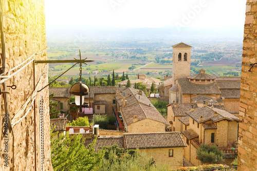 Photo Amazing glimpse view from medieval old Italian city of Assisi, Umbria, Italy