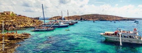 Cuadros en Lienzo  Holidays at Blue lagoon on island Comino, Malta