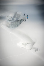 Four Alpinists Practice Safe G...