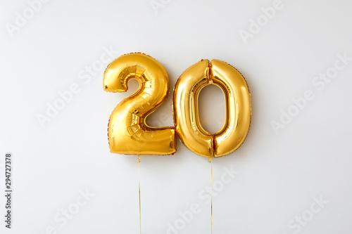 Tela  Figure 20 made of balloons on light background
