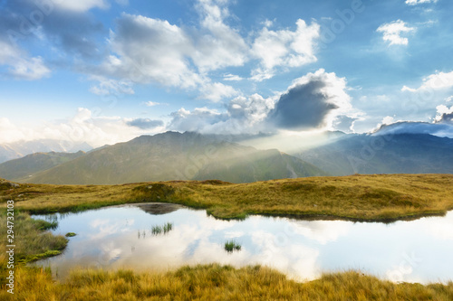 Sonnenaufgang über einem Bergsee im Zillertal Canvas Print