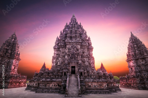 Fotografia Beautiful sunset at Prambanan (Hindu temple) in Yogyakarta, Java, Indonesia