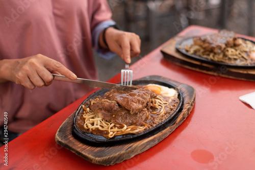 Tuinposter Pizzeria Taiwanese night market steak