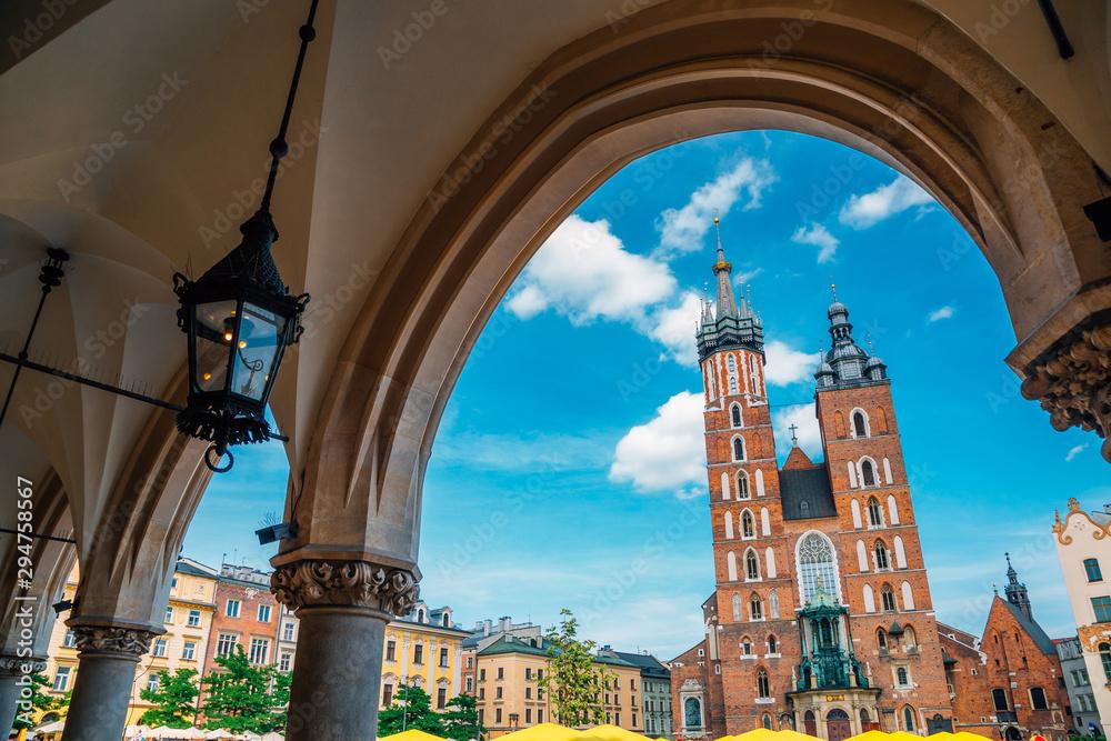 Fototapety, obrazy: St. Mary's Basilica and Main Market Square (Rynek Glowny) in Krakow, Poland