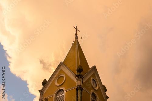 Fotomural igreja no pôr-do-sol