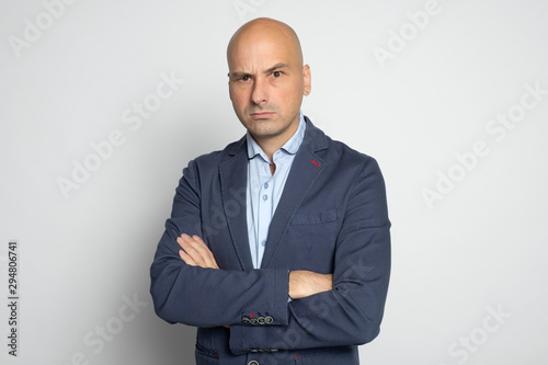 portrait of angry bald man isolated Fototapet