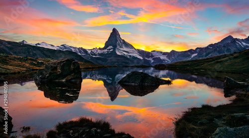 Photo Exciting morning view of Stellisee lake with Matterhorn / Cervino peak on background