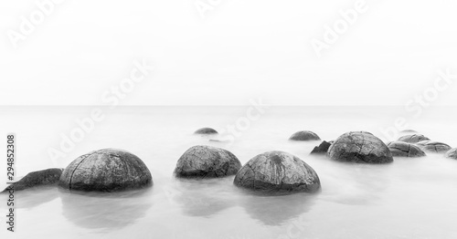 Photo Moeraki boulders on an overcast day