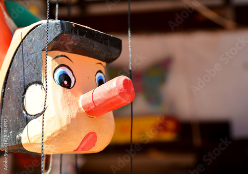 Photo wooden pinocchio puppet