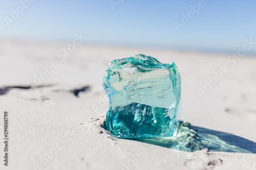 Fényképezés  Glasbrocken im Meer Salzwasser Glas