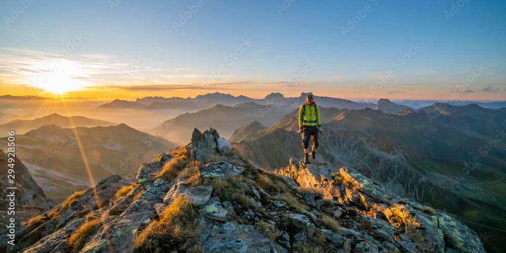 Fototapety, obrazy: Herbstwanderung in den Bergen