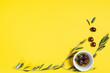 Leinwanddruck Bild - Olive oil and olives