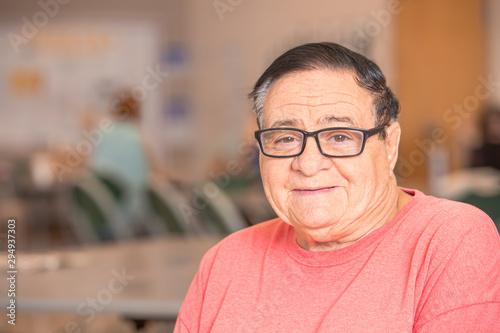 Photo Smiling Hispanic Man in a Senior Center