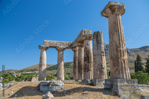 The ruins of temple in ancient city Corinth in Greece Canvas-taulu