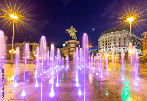 Cadres-photo bureau Europe de l Est Square Macedonia in Skopje at night with dancing illuminated fountains and statue of Alexander the Great (warrior on horse) at background