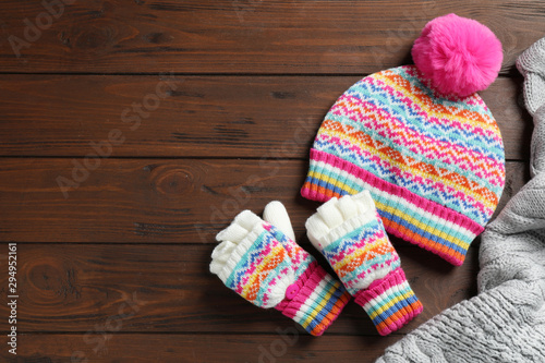 Photo sur Toile Pays d Asie Warm knitted clothes on wooden background, flat lay. Space for text