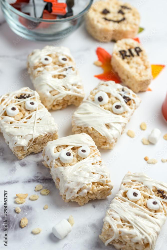 Fototapety, obrazy: Halloween theme homemade marshmallow crispy rice treat in bar form