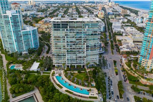 Photo Aerial photo Apogee Miami Beach a luxury condominium building with pool