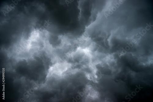 Cuadros en Lienzo  Dark sky and dramatic black cloud before rain