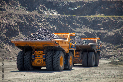 Fotografía  truck in quarry