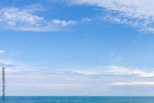Sea water under cloudy blue sky Fotobehang