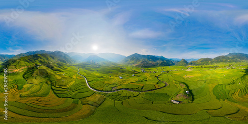 Autocollant pour porte Les champs de riz 360 panorama by 180 degrees angle seamless panorama view of paddy rice terraces, green agricultural fields in rural area of Mu Cang Chai, mountain hills valley in Vietnam. Nature landscape background.